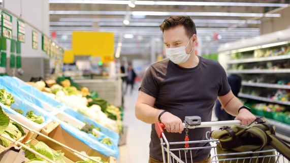 masked grocery shopper